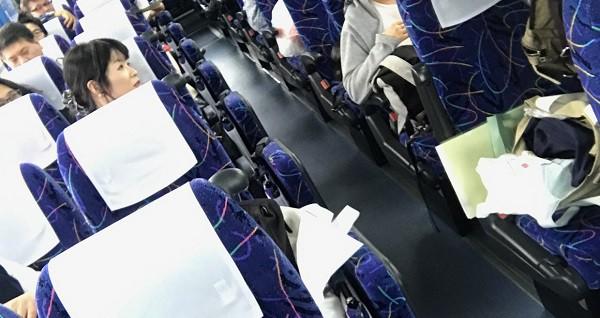 ■オカダ君はバス中でも大活躍