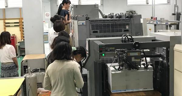 ■初めて見る印刷機に興味深々でした。